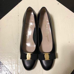 Salvatore Ferragamo Black Vara Pumps Leather 8AA